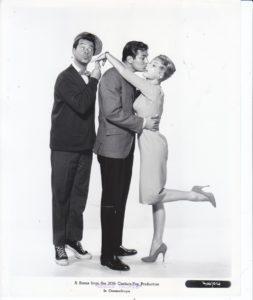 DOUBLE TROUBLE (Swingin' Along) Barbara Eden Original Pressefotos